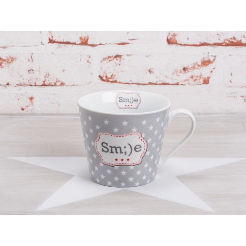 krasilnikoff happy cup becher smile hellgrauer porzellan becher mit wei en und roten sternen. Black Bedroom Furniture Sets. Home Design Ideas