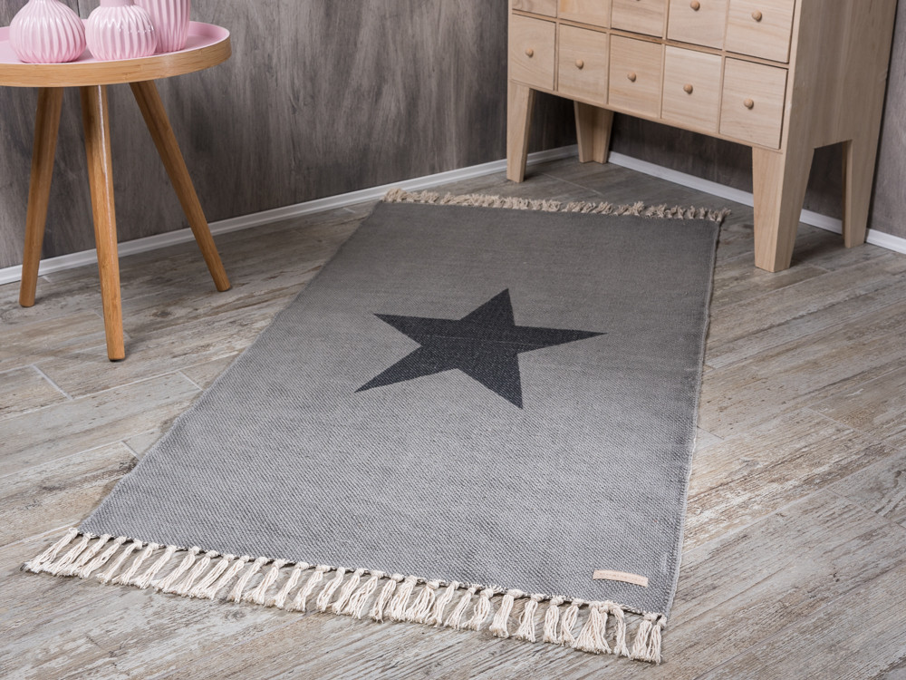 bloomingville rug star print light grey teppich in hellgrau mit gro em dunkelgrauen stern aus. Black Bedroom Furniture Sets. Home Design Ideas