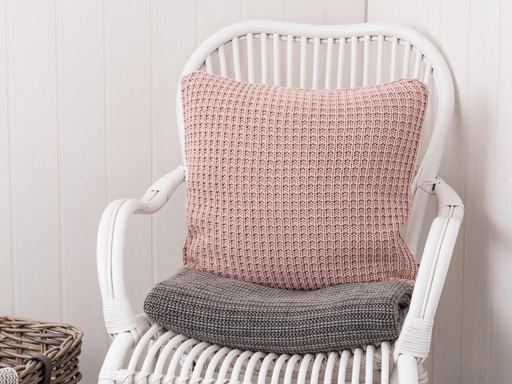 kissenbezug puder gestrickt rosa farbige kissenh lle aus. Black Bedroom Furniture Sets. Home Design Ideas