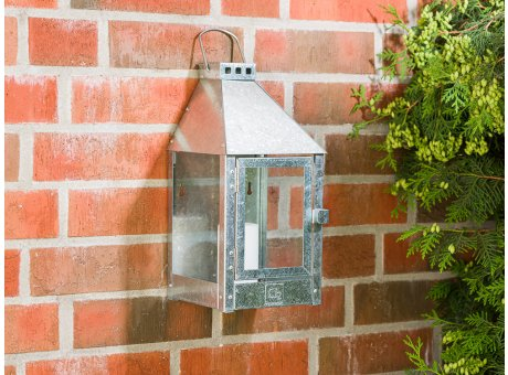 A2 Living Allwetter Wandlaterne Mini Zink wetterfeste Outdoor Laterne verzinkt rostfrei 36 cm hoch skandinavisch schlicht Dekoration