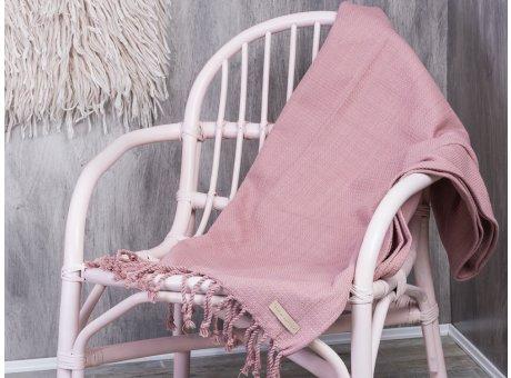 Bloomingville Decke Baumwolle rosa mit Fransen auf Rattan Stuhl pink