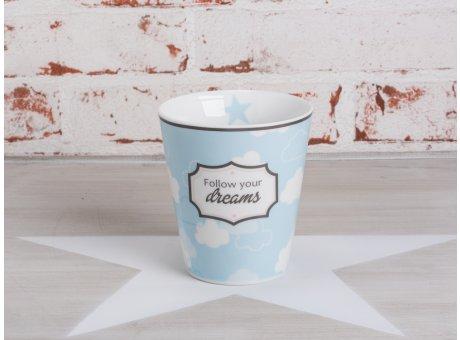 Happy Mug Becher Follow your dreams in blau mit weissen Wolken von Krasilnikoff