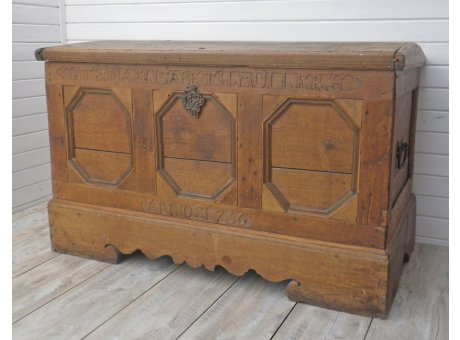 Holztruhe Anno 1736 Aussteuertruhe Unikat aus Holz 72x133 cm