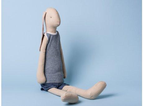 Maileg Hase Mega Bunny Light Boy Hasenjunge mit Schlappohren im Sommer Outfit 66 cm groß