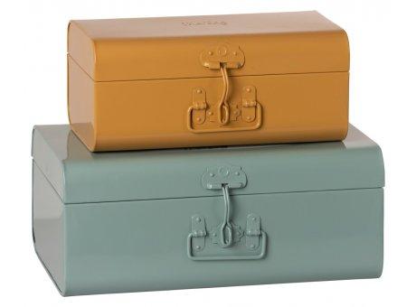 Maileg Kisten Blau Okker Koffer aus Metall in 2 Grössen Maileg Suitcase Set Nr 19-1530-00