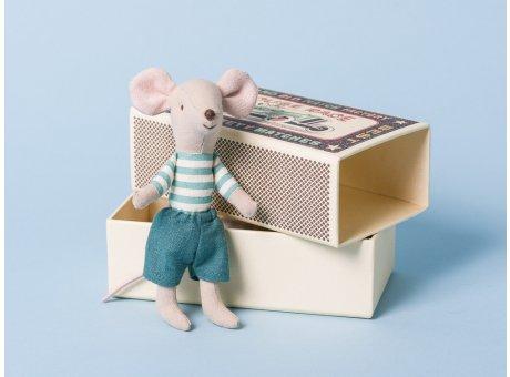 Maileg Maus großer Bruder in blauen Shorts und blau weiß gestreiftem Shirt mit Geschenk Box Streichholzschachtel 12 cm
