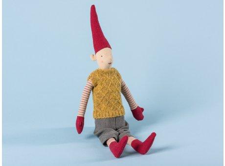 Maileg Wichtel Mini Pixy Junge mit gelbem Strick Pullover grauer Hose und roten Mützen 33 cm hoch Weihnachten Dekoration