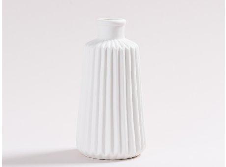 Vase Marit weiß aus Keramik Blumenvase 17 cm hoch mit Rillen und 3D Struktur Dekoration modern