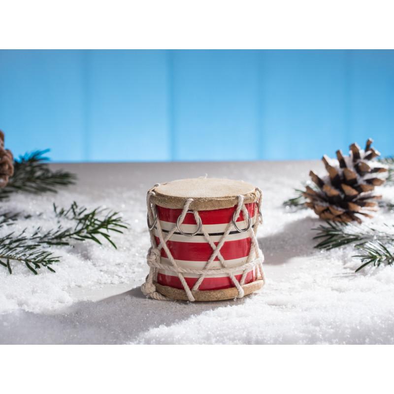 IB Laursen Trommel groß rot weiß gestreift mit Kordel und chrom Ring 65 mm hoch im Schnee mit Tannenzapfen