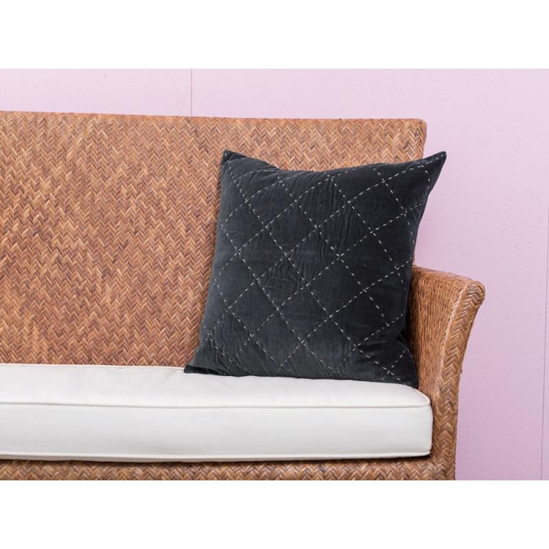 A Simple Mess Kissen Maja anthrazit grau Steppnähte hellgrau Kissenbezug Design by Louise Dorph Dänemark 45 x 45 cm