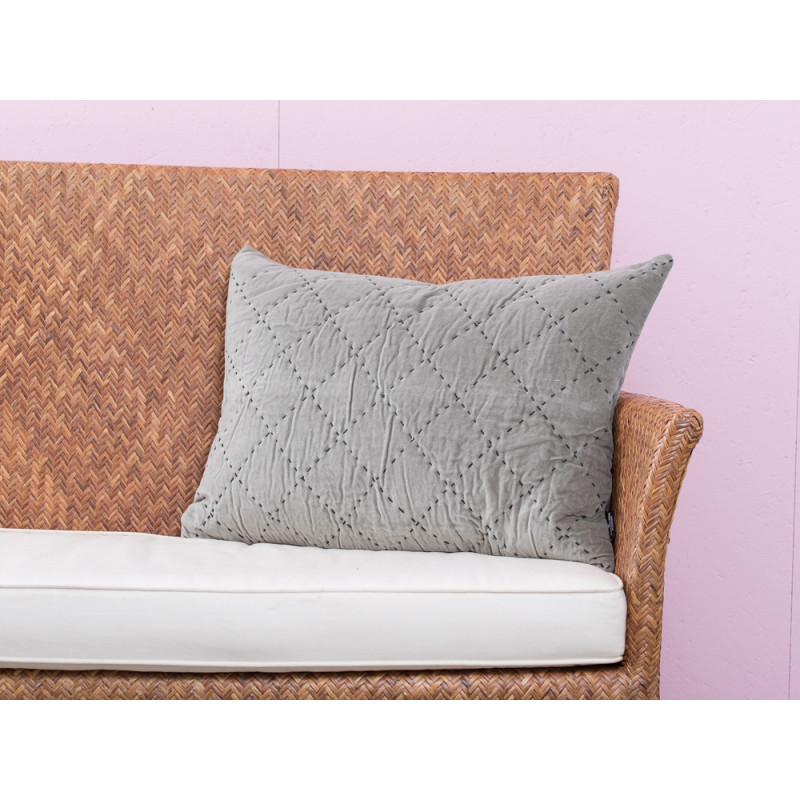 a simple mess kissenh lle maja grau gr n aus samt baumwolle mit steppn hten in anthrazit. Black Bedroom Furniture Sets. Home Design Ideas