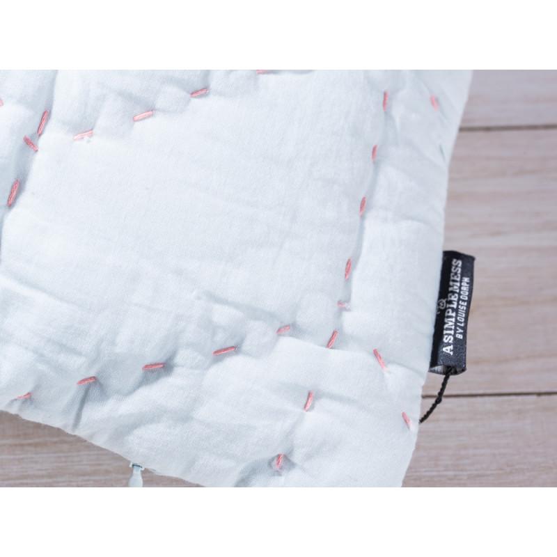 a simple mess kissenh lle molly hellblau aus baumwolle mit zick zack steppn hten gr e ca. Black Bedroom Furniture Sets. Home Design Ideas