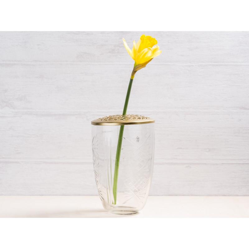 A simple Mess Vase Kanya Glas mit Deckel aus Messing Blumenvase 15 cm hoch Deko Design für eine Blume Narzisse Frühling