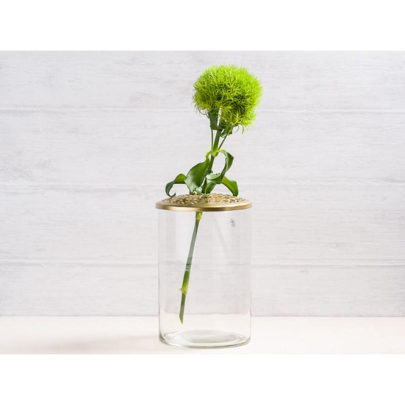 A simple Mess Vase Kassandra aus Glas mit Deckel aus Metall in Gold Blumenvase 10 cm Groß Deko Design für eine Blume Bartnelke Frühling