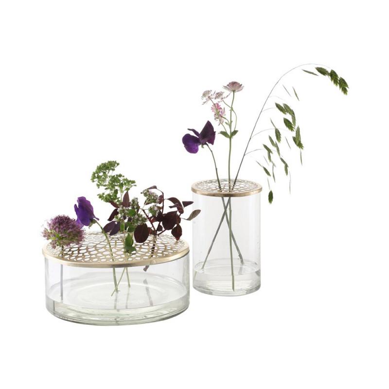 A Simple Mess Vase Kassandra und Kathinka aus Glas mit gold Deckel mit Blumen