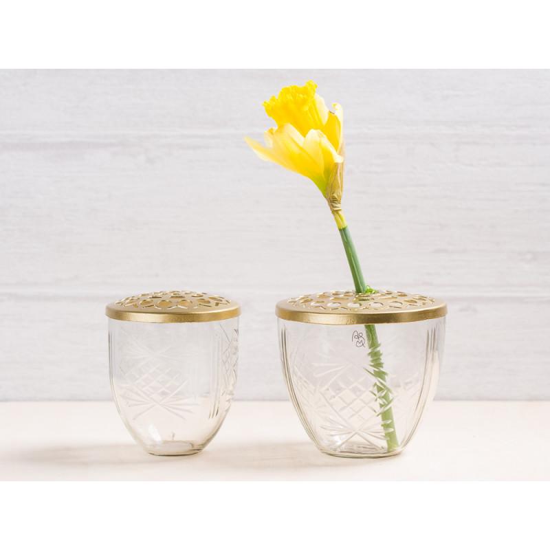A simple Mess Vase Kehl Glas mit Deckel aus Messing Blumenvase 2er Set Deko Design für eine Blume Narzisse Frühling