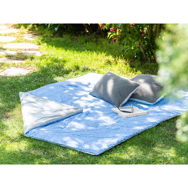 AU Maison Picknickdecke 140x180 groß Blau Weiß Blumen Streifen Grau Baumwolle Wachstuch Meadows Stripes French Blue Grey Outdoor im Garten