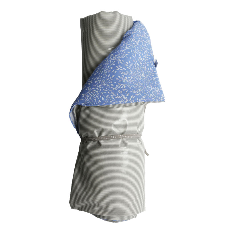 AU Maison Picknickdecke XL Meadows Stripes French Blue Grey wasserfest Krabbeldecke Blau Weiß Blumen Streifen Grau 140x180