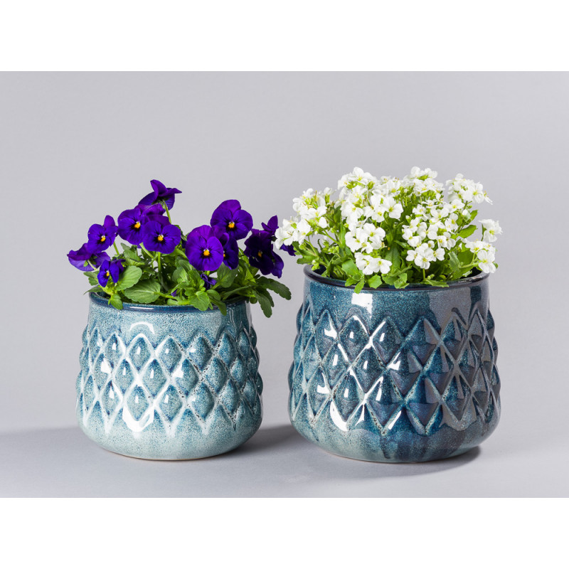 Bloomingville Blumentopf Blau Karo Design Übertopf klein und groß mit Nelken und Veilchen