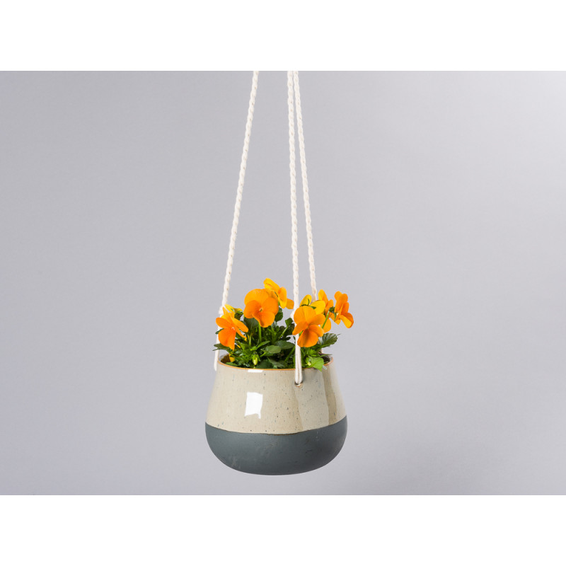 Bloomingville Blumentopf Hänger Schwarz Natur mit geflochtenen Bändern zum Aufhängen Übertopf aus Keramik 16 cm für Balkon mit Topfpflanze