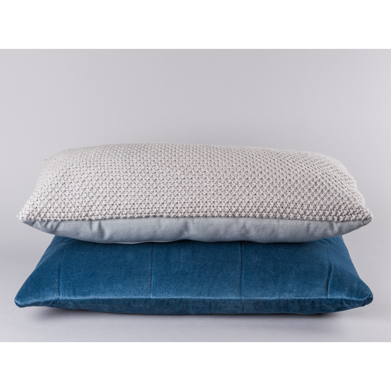 Bloomingville Kissen grau gestrickt aus Baumwolle hellgrau und Samt Kissen blau
