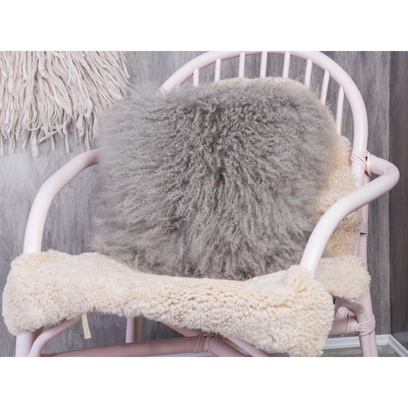 fellkissen grau mongolisches lammfell bloomingville. Black Bedroom Furniture Sets. Home Design Ideas
