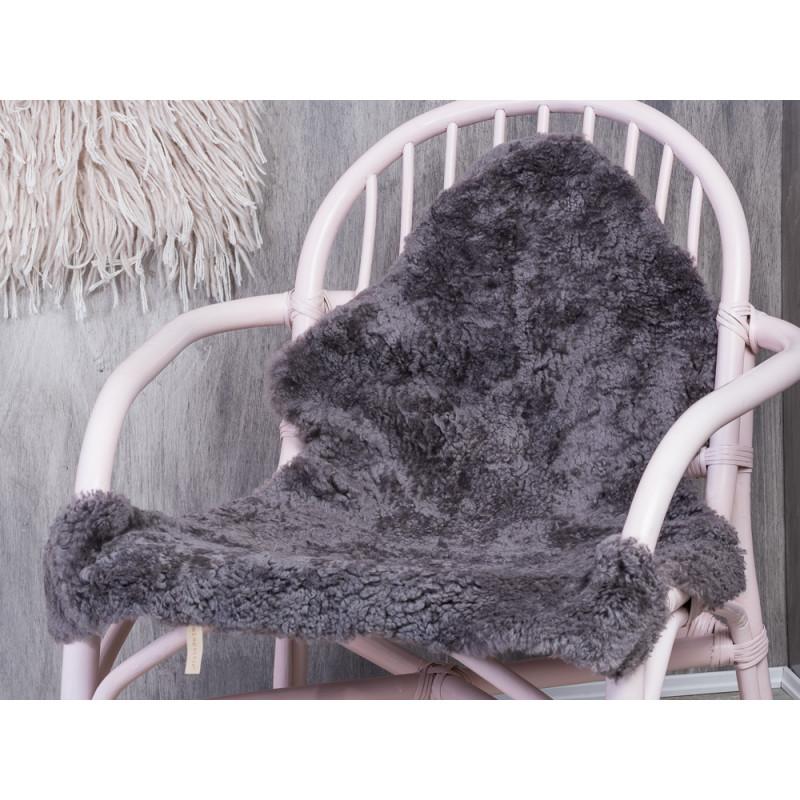 Bloomingville Schaf Fell grau echt Schaffell auf Rattan Stuhl von Bloomingville