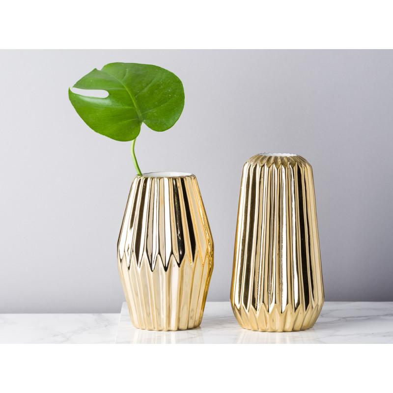 Bloomingville Vase Fluten gold glänzend Rhombus und konisch aus Porzellan mit Rillen Blumenvase Keramik dekoriert mit Blatt modern