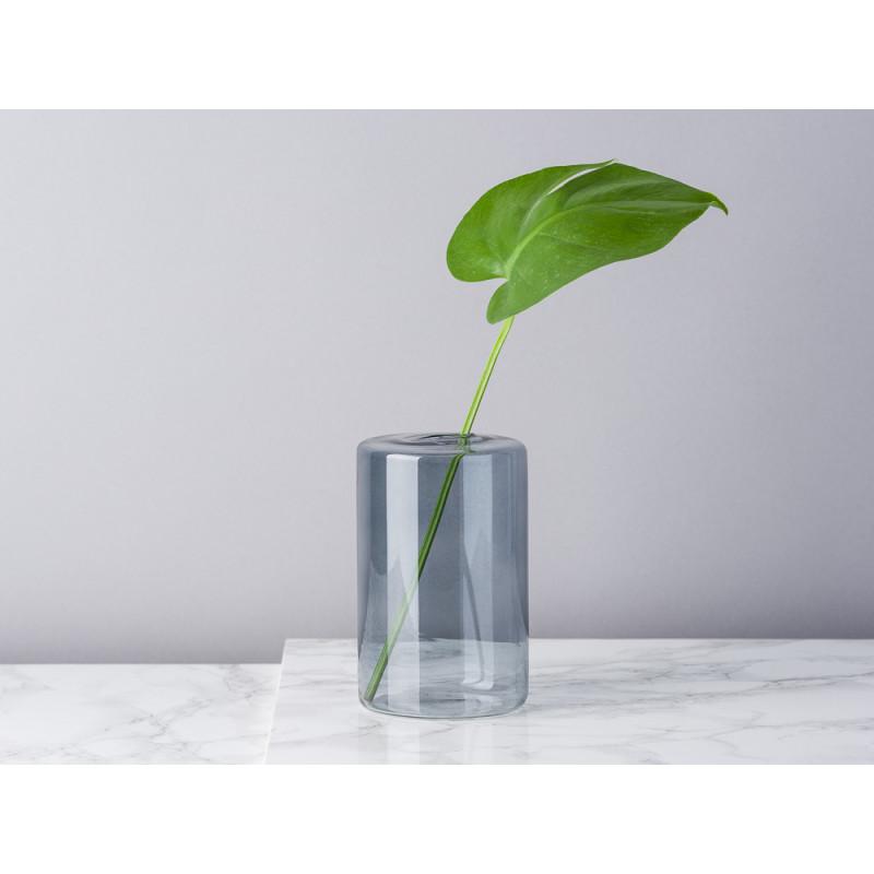 Bloomingville Vase Glas Grau Blumenvase Zylinder 13 cm hoch Durchmesser 8 cm rund Design Modern für eine Blume mit Blatt