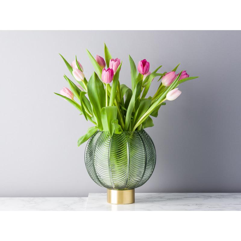 Bloomingville Vase Glas grün Kugel mit Blatt Design mit Sockel gold 21 cm hoch Blumenvase Modern dekoriert mit Tulpen