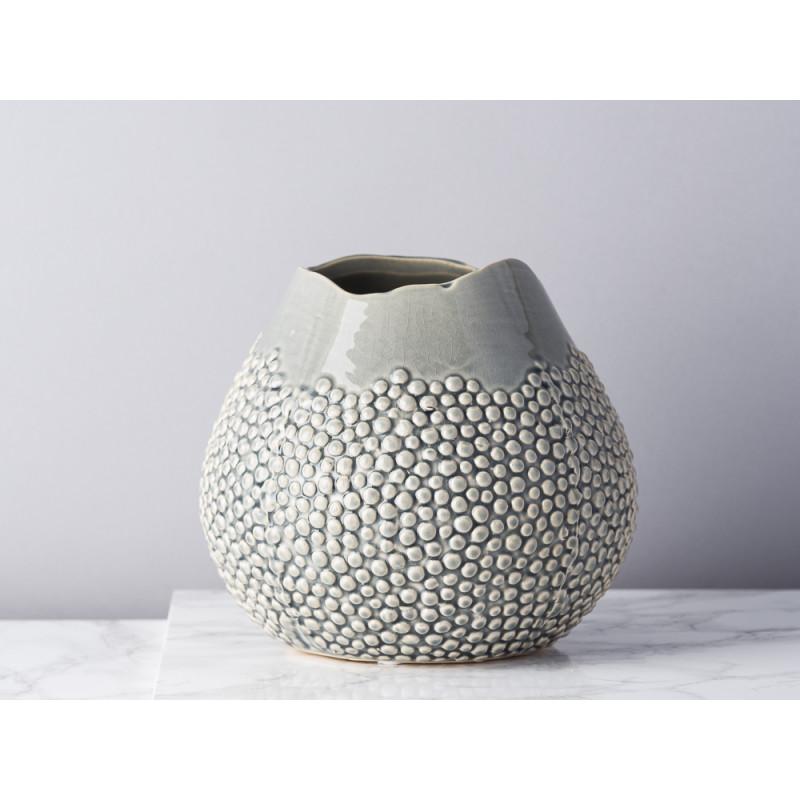 Bloomingville Vase Grau Keramik bauchig 17 cm hoch Blumenvase mit erhabenen Punkten Modern Design