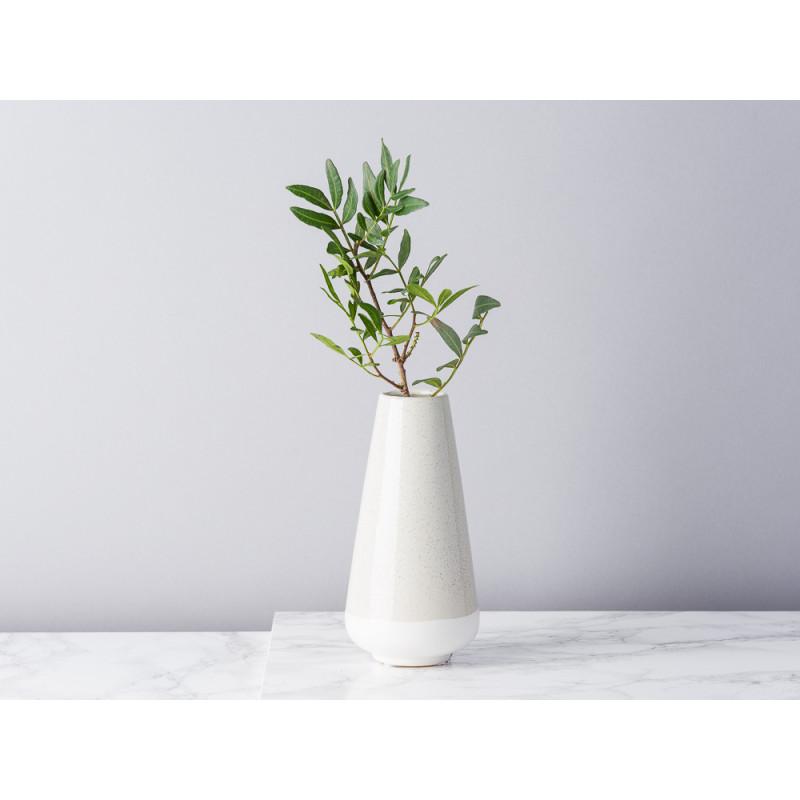 Bloomingville Vase hellgrau creme aus Keramik 16 cm Blumenvase konische klein modern mit Zweig dekoriert