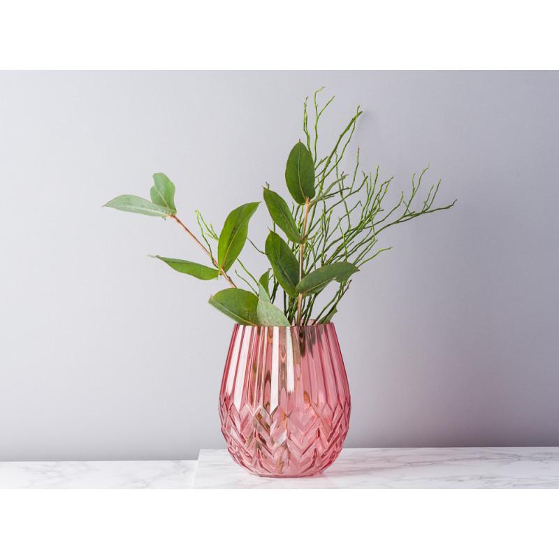 Bloomingville Vase rot Glas mit Rillen und Fasen Blumenvase modern dekoriert mit Eukalyptus