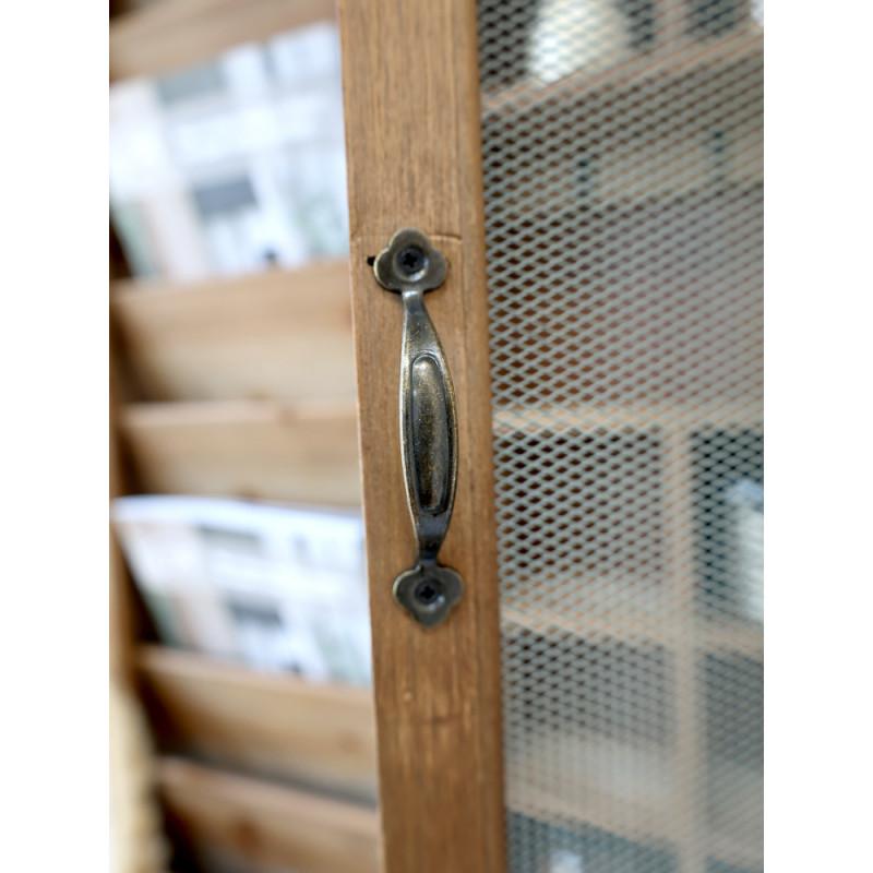 Chic Antique Post Sortierschrank aus Holz mit Fliegengitter altfranzösischer Landhaus Charm Detail Metall Griff