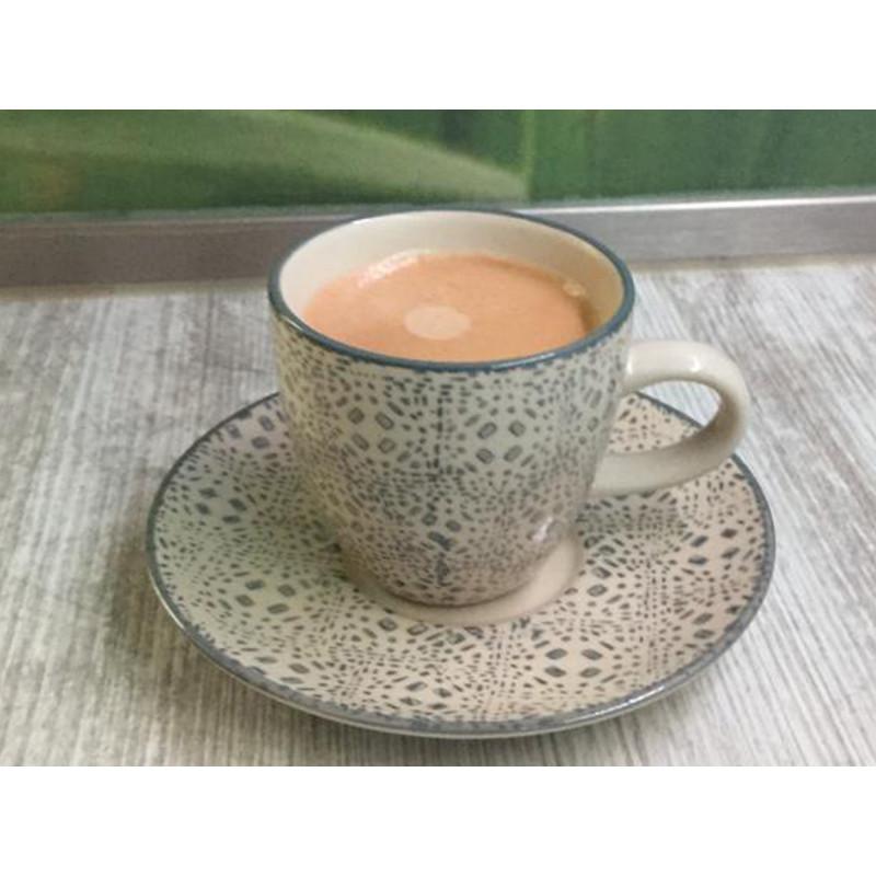 Espresso Tasse Isabella mit Untertasse aus Keramik in creme grau von Bloomingville