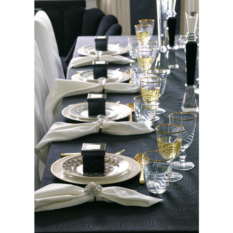 Gate Noir gedeckter Tisch Greengate Tischdecke Celine Kerzenhalter Kristallglas schwarz eckig Teller