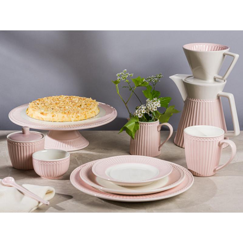 Greengate ALICE Rosa Tortenplatte Zuckerdose Schale Löffel Teller Kuchenteller Becher Milchkanne und Kaffekanne Everyday Keramik Geschirr Pale Pink Gedeckter Tisch Hygge Style