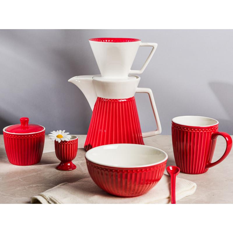 Greengate ALICE Rot Kaffeekanne Kaffeebereiter mit Müslischale Zuckerdose Eierbecher Becher mit Henckel Everyday Keramik Geschirr Red Gedeckter Tisch Hygge Style