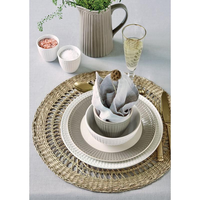 Greengate Alice Warm Grey und Weiss moderne Tischdeko mit Krug Latte Cup Becher Schale Teller mit Besteck in gold Geschirr in Grau aus Keramik Hygge Dekoration