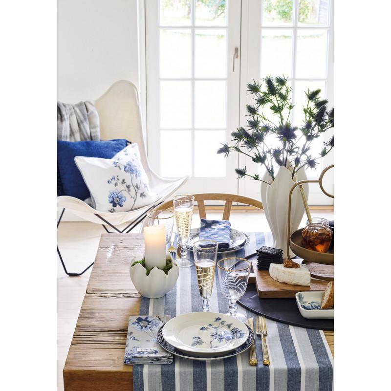 Greengate CHARLOTTE Teller Kuchenteller und Tablett Alice Essteller und Gold Besteck Weiss Blau mit Blumen Porzellan Geschirr romantischer Hygge Style gedeckter Tisch