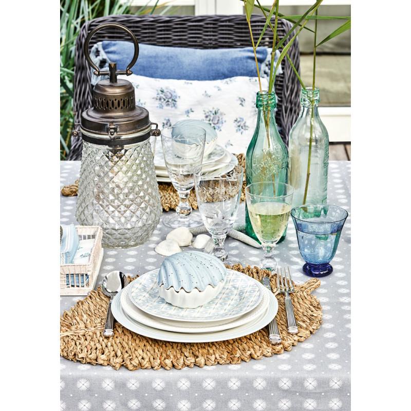 Greengate NICOLINE Teller und Servietten in Halter ALVA Teller Geschirr aus Porzellan weiß mit blaue Blumen Streifen Ornamenten mit Lampe Check aus Metall und Glas Windlicht Tischdekoration