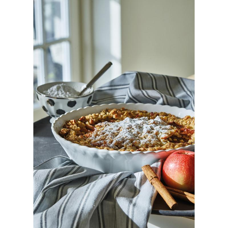 Greengate PENNY Backform Weiss Pie Plate 25 cm Auflaufform Kuchenform auf Geschirrtuch RILEY Grau Schwarz Gestreift und SAVANNAH Schale