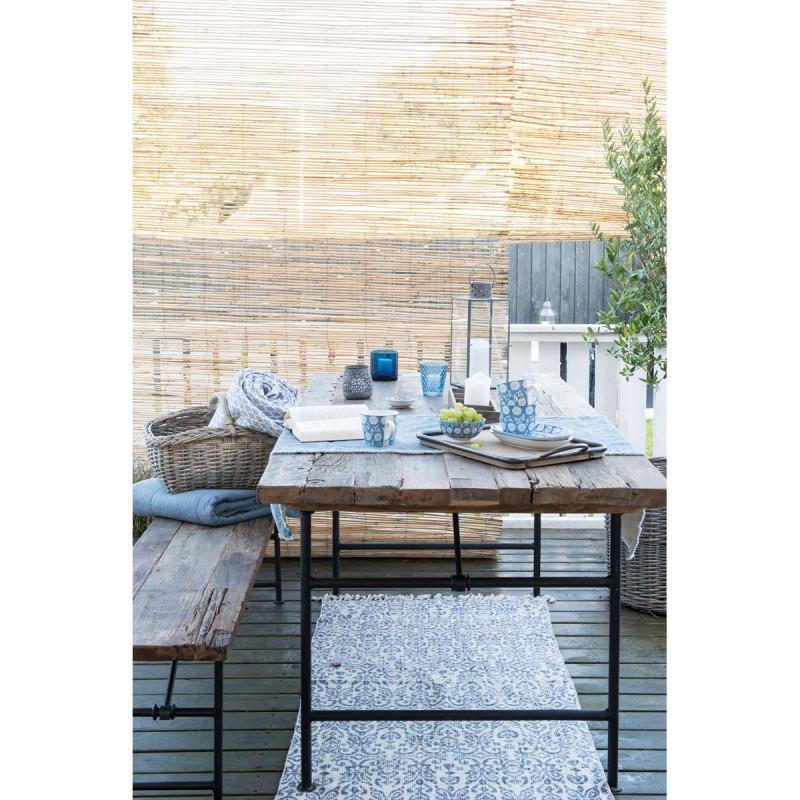 IB Laursen Geschirr Liva Porzellan auf Holztisch Bescher Schale Teller mit Blumen Muster staubig blau