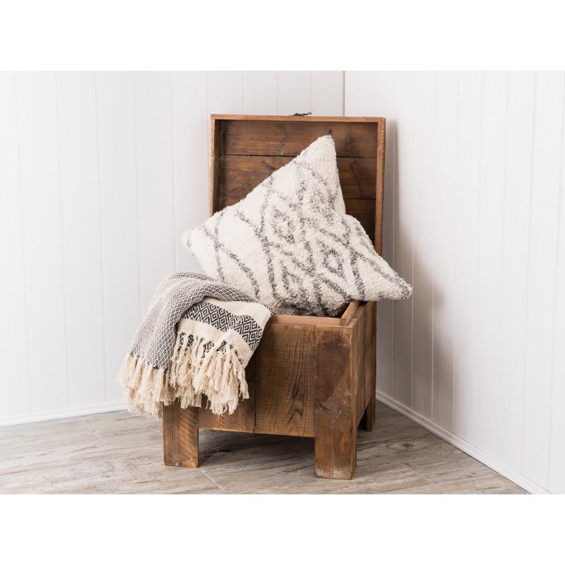 ib laursen hocker mit stauraum aus holz mit gro em. Black Bedroom Furniture Sets. Home Design Ideas