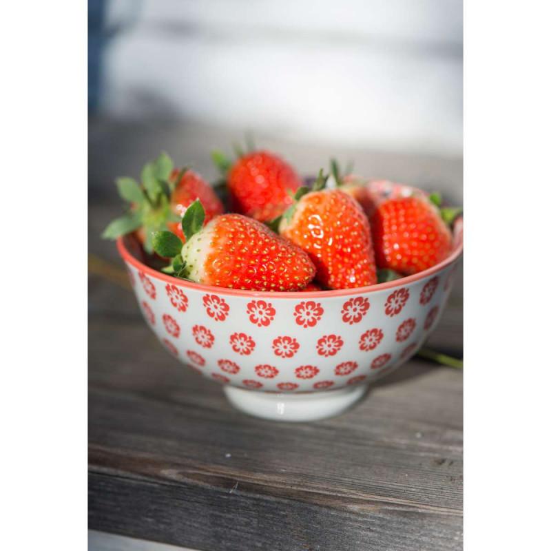 IB Laursen Liva Schale klein mit Blumen Muster rot gefüllt mit Erdbeeren