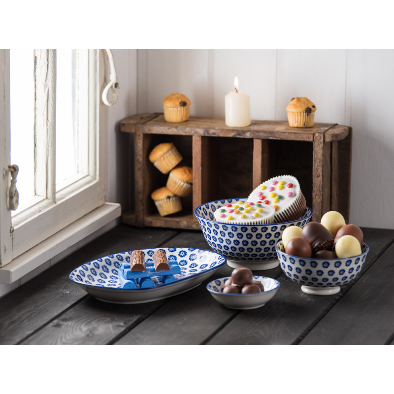 ib laursen teller liva oval blau mit blumen wei er. Black Bedroom Furniture Sets. Home Design Ideas