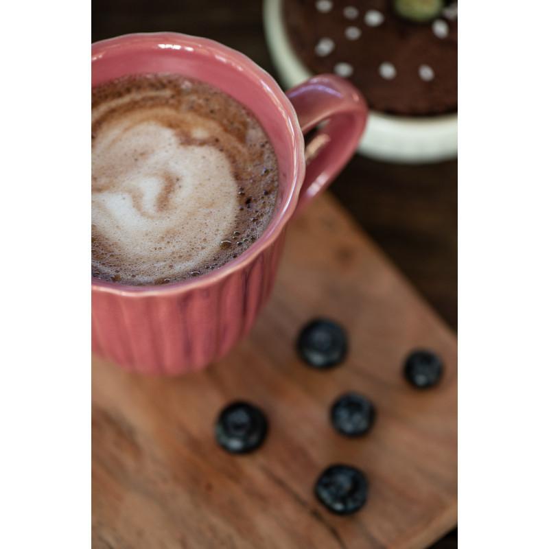 IB Laursen Mynte Becher mit Rillen Brombeere Keramik Geschirr Blackberry Parfait Tasse mit Henkel Kakao und Kuchen Detail