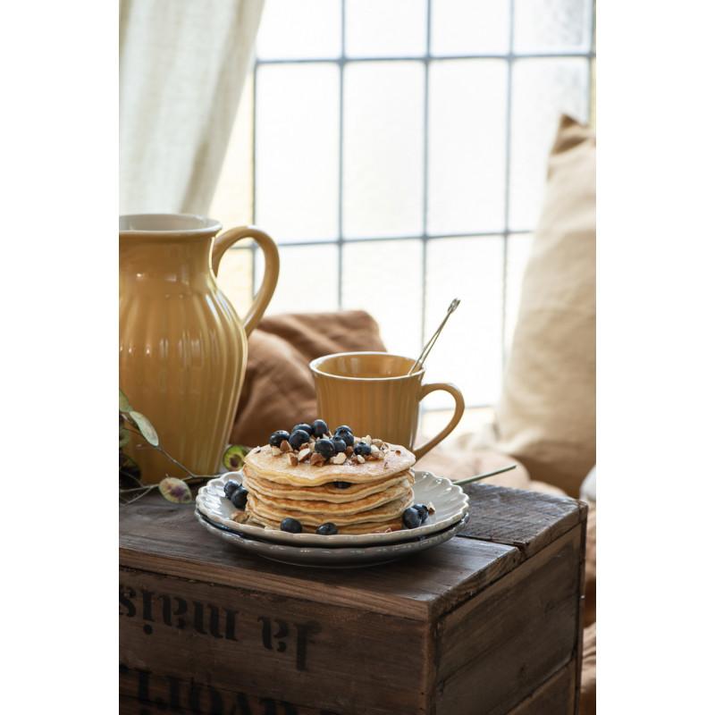 IB Laursen Mynte Becher mit Rillen Mustard Gelb Keramik Geschirr Pancakes auf Teller mit Holzbox