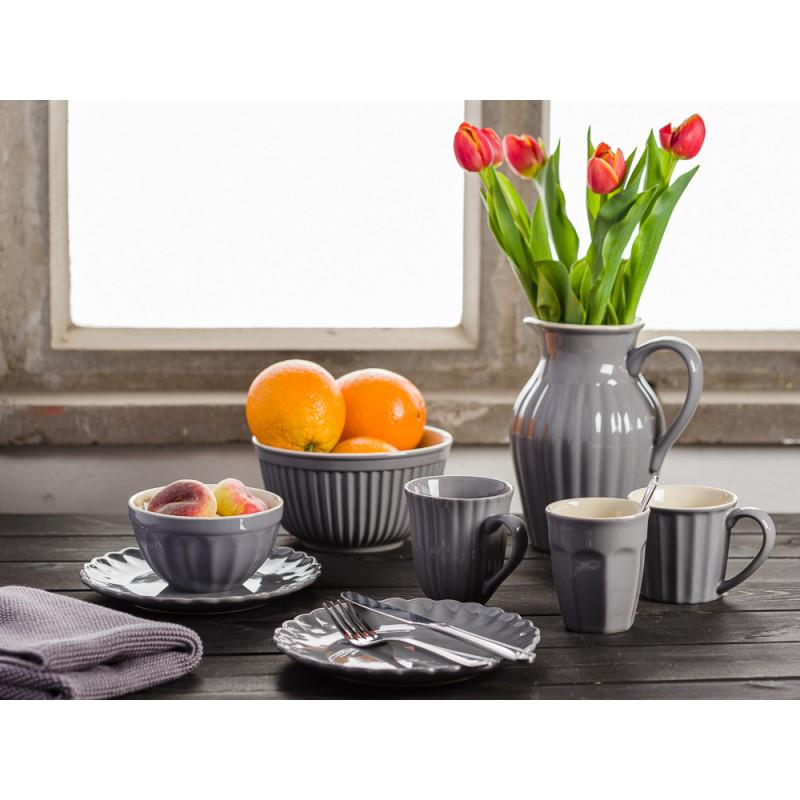 IB Laursen Mynte Geschirr Frühstück Tisch Granit Grau Granite Becher mit Henkel kleine Teller Krug Tulpen und Obst Schalen