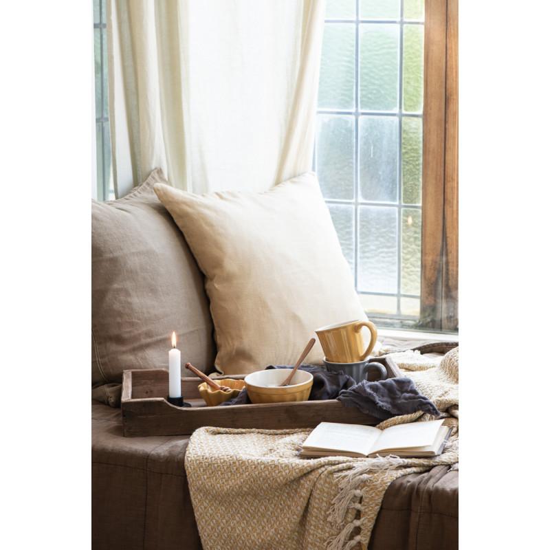 IB Laursen Mynte Muffinschale Mustard Senfgelb als Honigschale Fruehstueck mit Becher und Schale auf Bett
